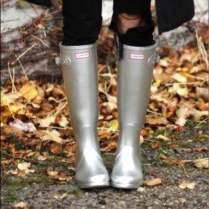Silver hunter rain boots size 6/7